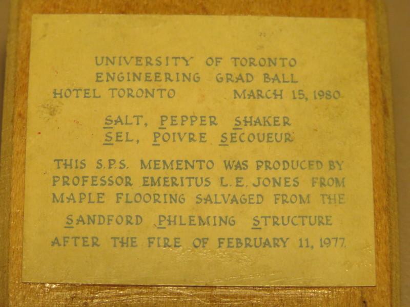 Salt/Pepper Shaker (Front -Text)