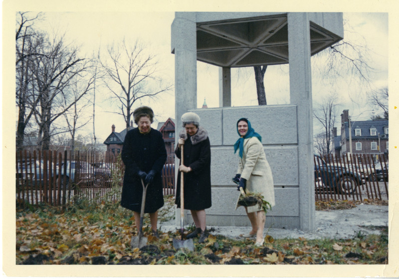 Turning the sod for the new Humanities and Social Science Research [Robarts] Library